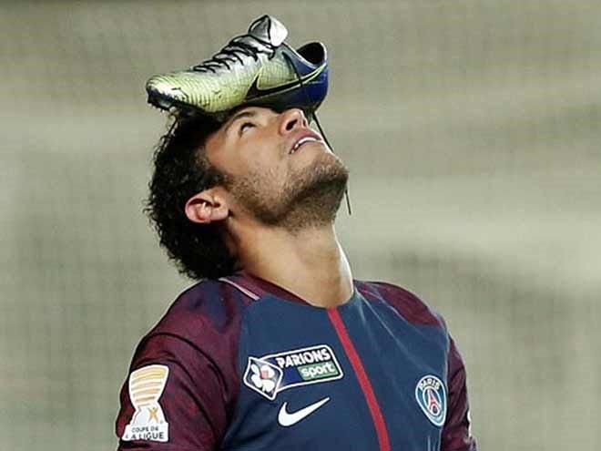 Bóng đá Quốc tế - Clip: Neymar lý giải màn đội giầy lên đầu để ăn mừng bàn thắng