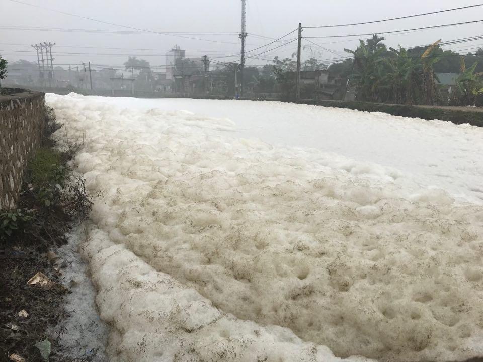 Điểm nóng - Công bố kết quả xét nghiệm về bọt tuyết trắng xóa nổi trên sông ở Hà Nam