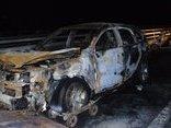 Tin nhanh - Ô tô bất ngờ bốc cháy trơ khung khi đang lưu thông