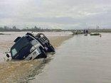 Chính trị - Xã hội - Hà Tĩnh ngập sâu, xe tải bị nước lũ cuốn trôi