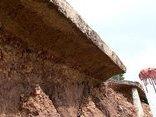 Mới- nóng - Hà Nội: Đường bê tông dọc đê sông Lương tiếp tục sạt lở