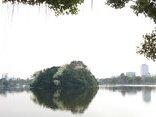 Mới- nóng - [Chùm ảnh]: Hoa sưa trắng in bóng mặt hồ công viên Thống Nhất