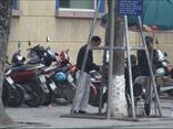 Mới- nóng - Clip: Trông xe chặt chém tiếp tục diễn ra ngay ở bờ hồ Hoàn Kiếm