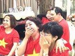 Sự kiện - Nghệ sĩ Trà My ôm MC Thảo Vân khóc vì xúc động khi U23 Việt Nam chiến thắng