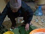 Xã hội - Ông nội 87 tuổi gói bánh chưng bằng tay vuông hơn khuôn đúc