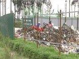 An ninh - Hình sự - Hi hữu: Ăn trộm 64 tấm tôn quây bãi rác… mang về lợp lán