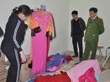 An ninh - Hình sự - Bắt giữ các đối tượng tấn công cửa hàng quần áo của 'con nợ ' bằng mắm tôm
