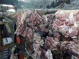 Pháp luật - Phiên tòa giả định: Xử vụ hắt dầu nhớt vào sạp thịt heo giá rẻ để dằn mặt