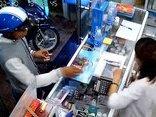 Video - Clip: Vờ mua hàng, thanh niên cầm cả xấp thẻ cào điện thoại bỏ chạy