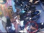 Pháp luật - Clip: Trộm thản nhiên bẻ khóa, 'cuỗm' SH Mode trước mặt 3 nữ sinh