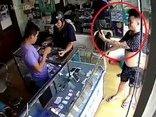 Video - Clip: Vờ mua hàng, thanh niên cầm iPhone bỏ chạy