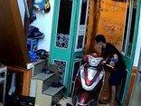 Video - Clip: Trộm đột nhập vào nhà dân 'cuỗm' sạch tài sản trong 8 phút