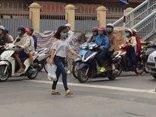 Video - Clip: Bỏ 'cầu không, hầm trống', người dân vẫn vô tư băng qua đường