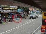 Xa lộ - Clip: Xe máy chạy tốc độ cao bị xe tải tông văng hàng chục mét
