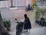 Pháp luật - Clip: Người đàn ông thản nhiên vào cửa nhà dân dắt trộm SH