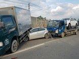 Chính trị - Xã hội - Ô tô tải gây tai nạn liên hoàn, Quốc lộ 22 kẹt cứng