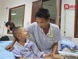 Gia đình - Rơi nước mắt tâm sự của người cha về con trai mắc bạo bệnh