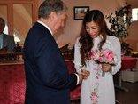 Gia đình - Chuyện vợ Việt - chồng Tây: Dạy con kết hợp Đông Tây
