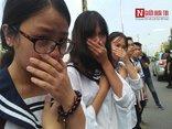 Đời sống - Hàng nghìn cô trò đứng dọc hai bên đường tiễn biệt nhà giáo Văn Như Cương