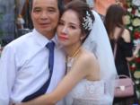 Đời sống - Bắc Giang: Khoảnh khắc bố tiễn con gái về nhà chồng khiến nhiều người rơi lệ