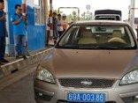 Tin nhanh - Tài xế xe biển số xanh dừng xe không chịu mua vé BOT Sóc Trăng