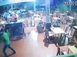 Pháp luật - Quảng Ninh: Điều tra 2 côn đồ chém trọng thương khách tại quán ăn đêm
