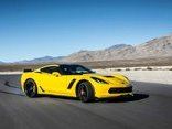 Thú chơi - Thót tim với màn drift cháy lốp của Chevrolet Corvette C7 Z06