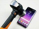 Cuộc sống số - Thử độ bền của Galaxy S9 Plus với dao và búa