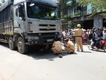 Tin nhanh - Người phụ nữ nhặt ve chai chết thảm dưới bánh xe tải