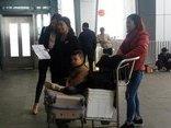 Xã hội - Trẻ em, người già vật vã tại sân bay Vinh do nhiều chuyến bị hủy