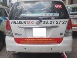 """Tiêu dùng & Dư luận - Taxi """"đại chiến"""": Trách nhiệm thuộc về ai?"""