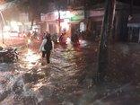 Chính trị - Xã hội - TP. HCM: Mưa lớn bất thường, đường phố ngập nặng