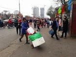 Xã hội - Người dân ùn ùn kéo về Hà Nội sau kỳ nghỉ Tết Mậu Tuất