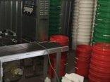Pháp luật - Bắt giữ 6 đối tượng trong đường dây sản xuất nhớt giả quy mô lớn