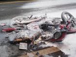 Chính trị - Xã hội - Xe máy bốc cháy sau va chạm, hai mẹ con bị bỏng nặng