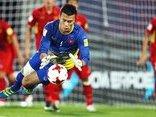 Bóng đá Việt Nam - Thủ môn Bùi Tiến Dũng từng 3 lần sút bóng vỡ tủ kính của gia đình
