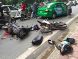 Xã hội - Hà Nội: Tai nạn liên hoàn, xe máy nằm ngổn ngang trên đường