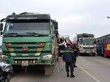 """Tin nhanh - Hà Nội: Xe tải """"vồ đuôi nhau"""" trên cầu Thăng Long, 1 người tử nạn"""