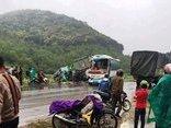 Tin nhanh - Nghệ An: Xe đầu kéo đối đầu ô tô khách, nhiều người bị thương