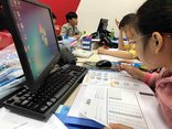 Công nghệ - Phụ huynh đổ xô đi mua khóa học trực tuyến cho con