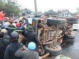 Xã hội - Huế: Xe tải đâm vào dải phân cách, 3 người bị thương nặng