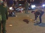 Xã hội - Tránh taxi, đâm vào xe máy 2 nam thanh niên nguy kịch