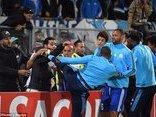 Bóng đá Quốc tế - Clip: Evra tung kungfu vào CĐV, bị thẻ đỏ khó đỡ nhất sự nghiệp