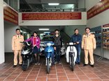 An ninh - Hình sự - Hà Nội: CSGT trao trả xe máy cho 4 người bị mất không trình báo