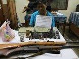 An ninh - Hình sự - Bắt giữ đối tượng vận chuyển 10 bánh heroin cùng 4 khẩu súng