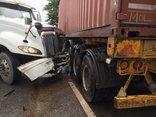 Chính trị - Xã hội - Container tông liên tiếp xe trên quốc lộ 18