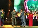 Tiêu dùng & Dư luận - Tân Hoàng Minh ủng hộ 11.000 chiếc ghế cho nhà văn hóa địa phương