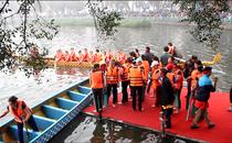 Mới- nóng - Clip: Háo hức xem lễ hội đua thuyền rồng lần đầu tiên trên hồ Tây