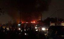 Mới- nóng - Clip: Hà Nội cháy lớn thiêu rụi hơn 300 mét vuông nhà xưởng