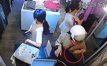 Mới- nóng - Clip: Người phụ nữ vờ mua hàng rồi trộm điện thoại nhanh như chớp